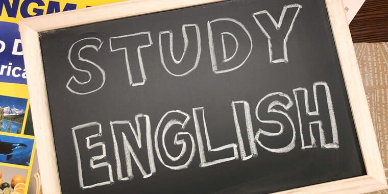 ENGLISH STUDYとかかれた黒板の画像
