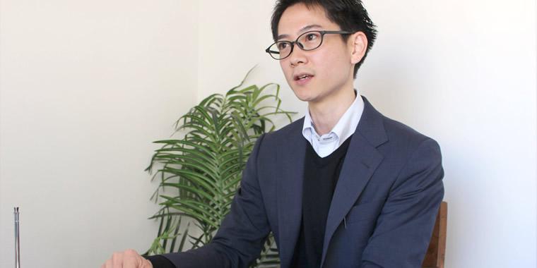 インタビューに応じる田井社長の画像