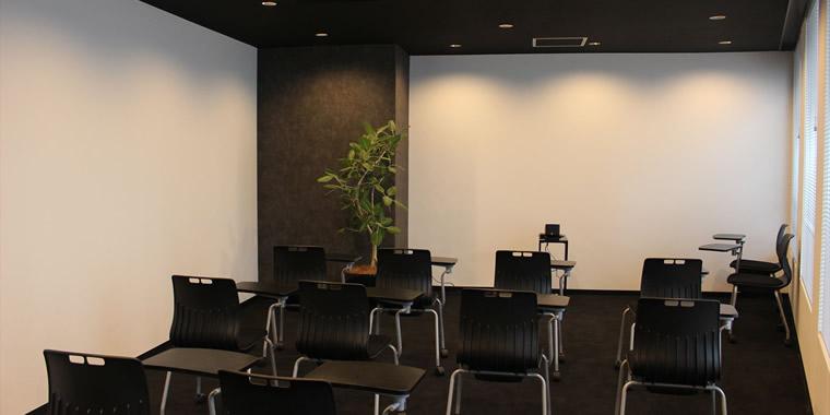 グループトレーニングが行われる部屋の画像