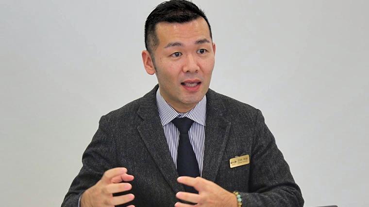 インタビューに応える吉田秀樹氏